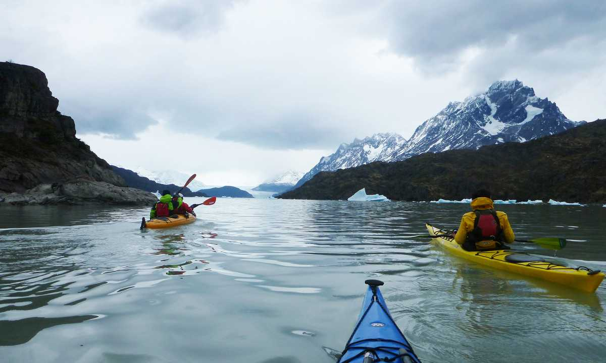 Kayak grey lake icebergs zone