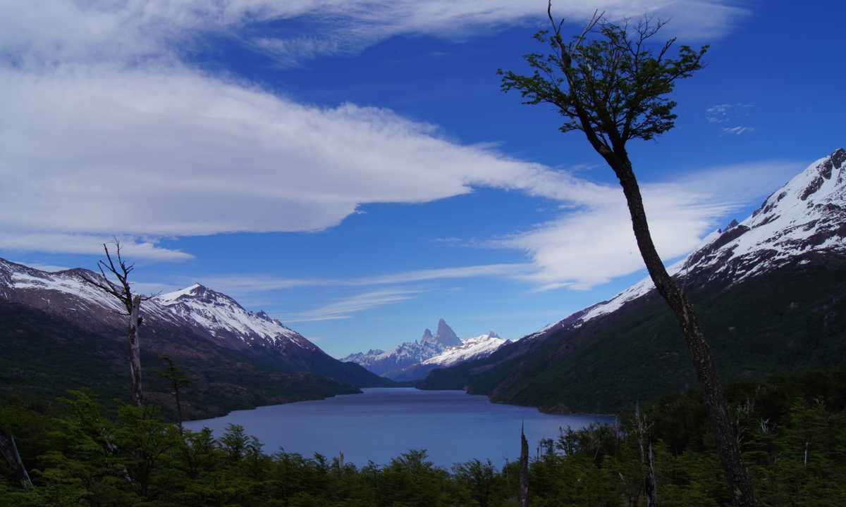 Lago Del Desierto FitzRoy behind Nov12