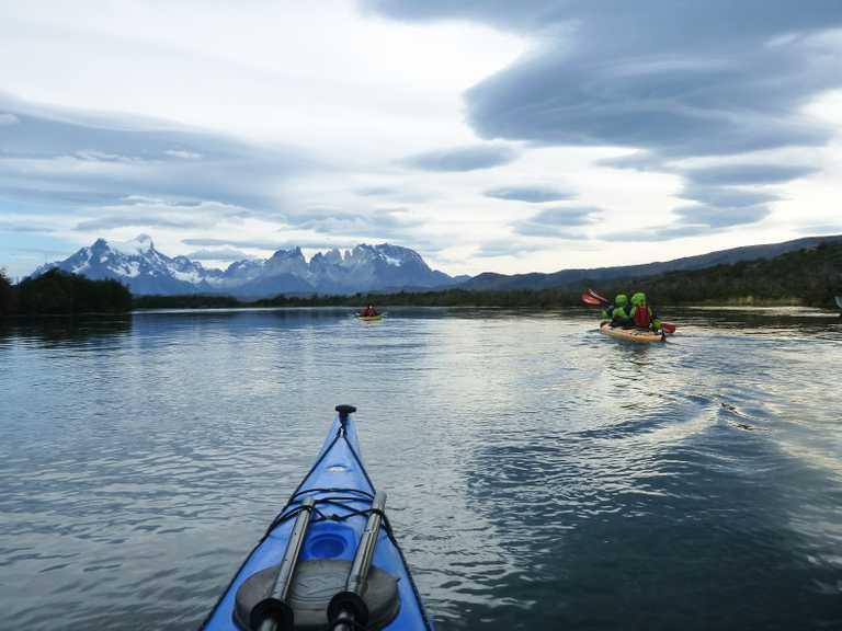 Kayak serrano river paine view