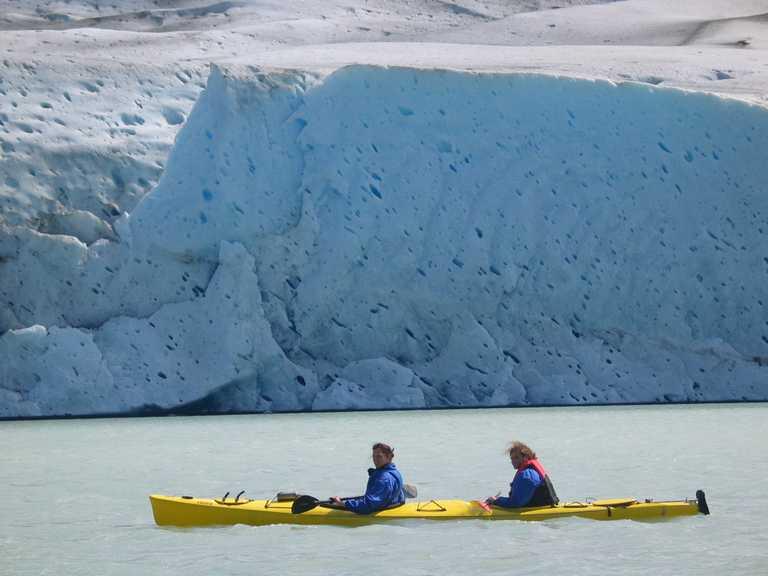 Kayaking resting paddlers