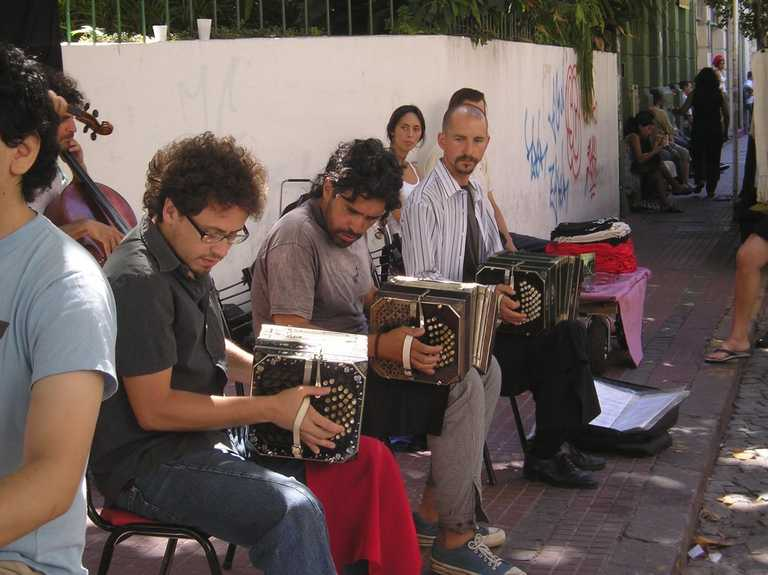 Buenos Aires Musicians-play-in-the-street
