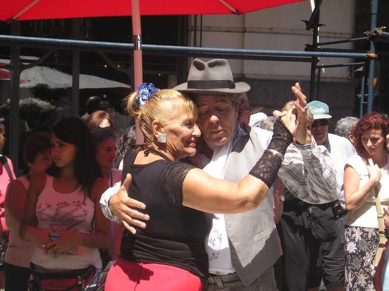 Buenos Aires Tango-dancers-at-the-San-Telmo-Market