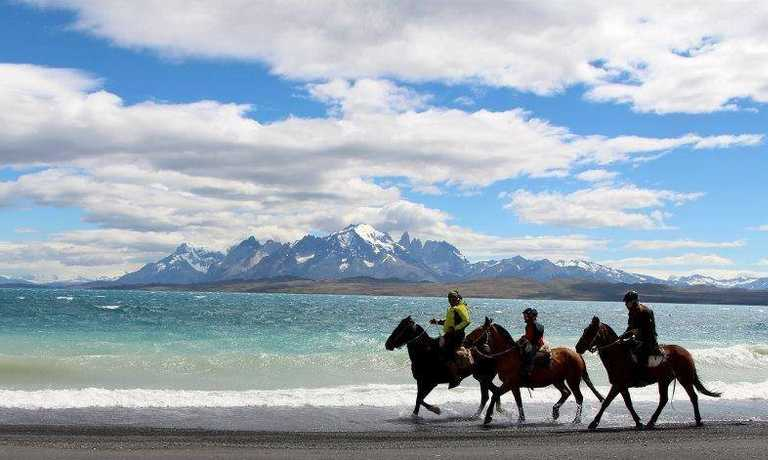 Riding Torres del Paine Estancias